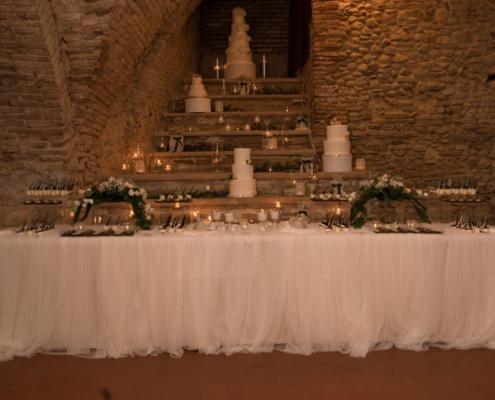 banco sposi torta nuziale castello maresca puglia