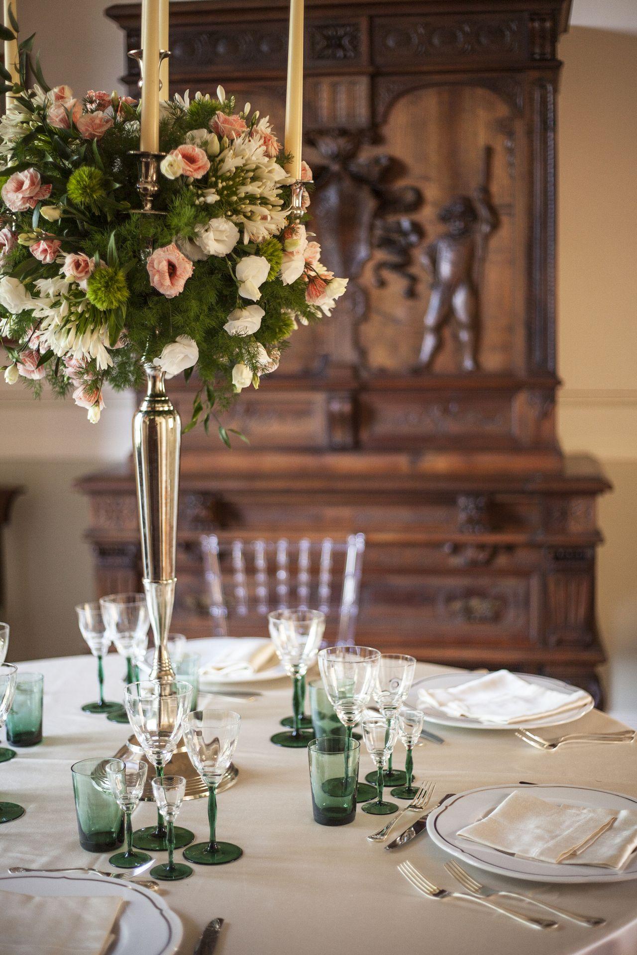 tavolo allestito per cerimonia castello maresca puglia